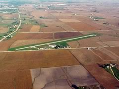 Aerial photo of KOQW (Maquoketa Municipal Airport)