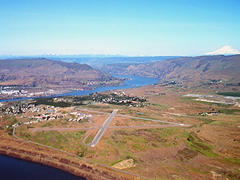 Aerial photo of KDLS (Columbia Gorge Regional/The Dalles Municipal Airport)